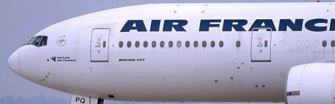 Logo der Air France in Antique Olive gesetzt.